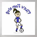 Fútbol para mujer ligero en uniforme del azul poster