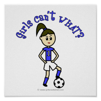 Fútbol para mujer ligero en uniforme del azul póster