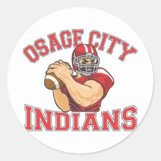 Fútbol QB de los indios de la ciudad de Osage Pegatina Redonda