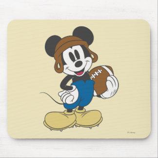 Fútbol que se sostiene deportivo de Mickey el | Tapete De Ratón