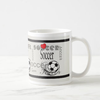 Fútbol rojo del subterráneo del corazón del amor taza
