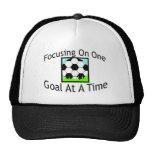 Fútbol una meta a la vez gorras de camionero