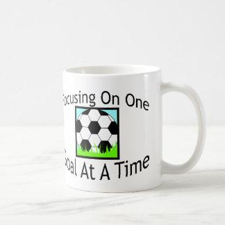 Fútbol una meta a la vez tazas de café