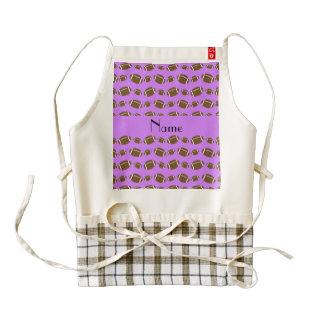 Fútboles púrpuras en colores pastel conocidos delantal zazzle HEART