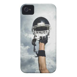 Futbolista que celebra el casco en aire Case-Mate iPhone 4 cárcasas