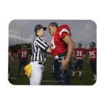 Futbolista que discute con el árbitro imanes
