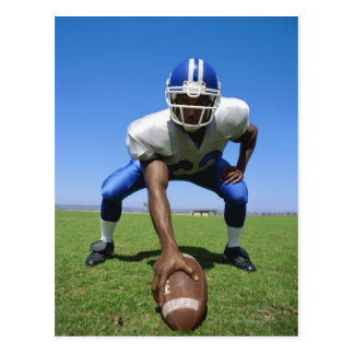futbolista que juega en un campo de fútbol tarjeta postal
