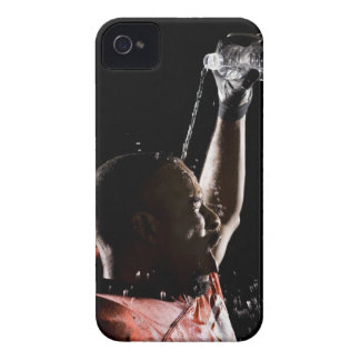 Futbolista que se refresca apagado con agua iPhone 4 cobertura