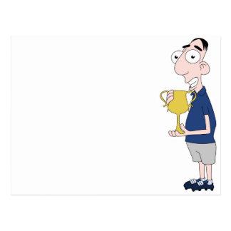 Futbolista que sostiene el trofeo postal