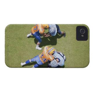 Futbolistas que juegan al fútbol 2 funda para iPhone 4 de Case-Mate
