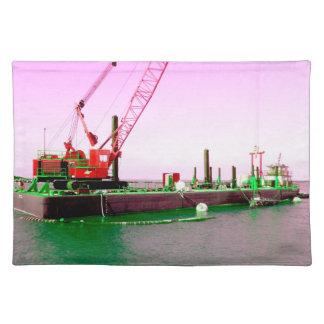 Gabarra flotante con la grúa verde y púrpura enton manteles individuales