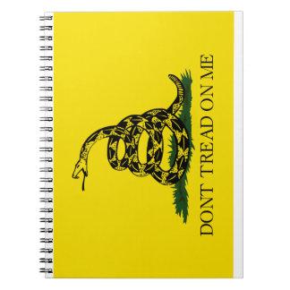 Gadsden no pisa la bandera spiral notebook