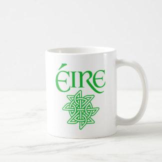 Gaélico céltico decorativo del irlandés del nudo tazas