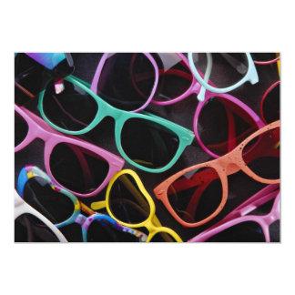 """Gafas de sol coloridas hermosas invitación 5"""" x 7"""""""