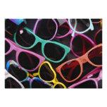 Gafas de sol coloridas hermosas invitación