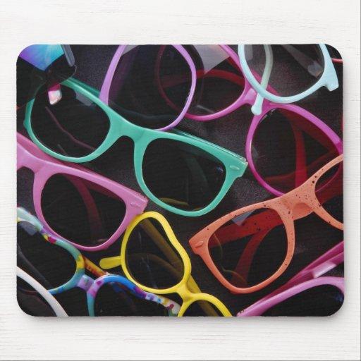 Gafas de sol coloridas hermosas alfombrillas de raton