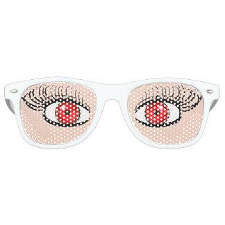 Gafas de sol con los ojos falsos rojos