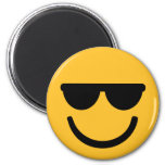 Gafas de sol frescas sonrientes imán