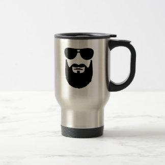 Gafas de sol llenas de la barba tazas de café