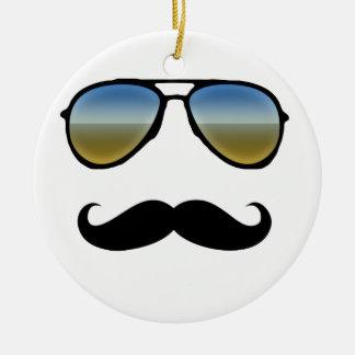 Gafas de sol retras divertidas con el bigote adorno navideño redondo de cerámica