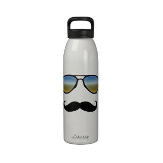 Gafas de sol retras divertidas con el bigote botallas de agua