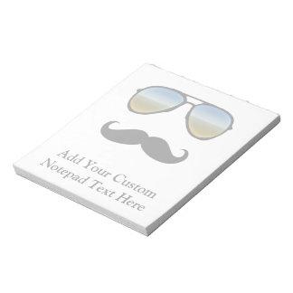 Gafas de sol retras divertidas con el bigote blocs de notas