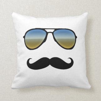Gafas de sol retras divertidas con el bigote almohada
