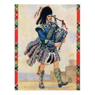 Gaitero escocés, el oscilación de la falda postal