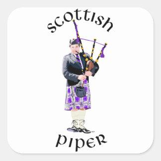 Gaitero escocés - tela escocesa púrpura pegatina cuadrada