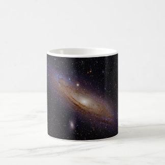 Galaxia del Andromeda tomada con el filtro de la a Tazas De Café
