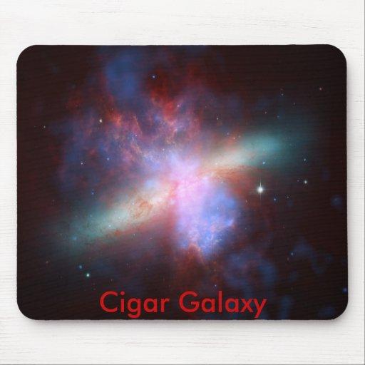 Galaxia del cigarro alfombrillas de ratón