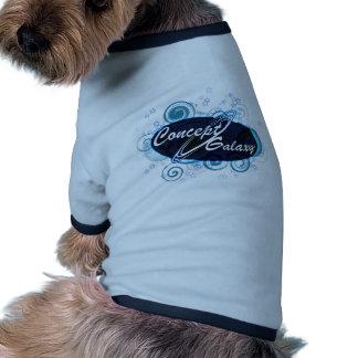 Galaxia del concepto camiseta con mangas para perro