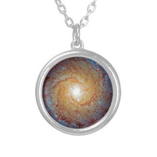Galaxia espiral 74 más sucios pendientes