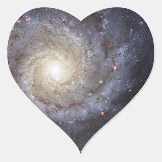 Galaxia espiral 74 NGC más sucios 628 Pegatina En Forma De Corazón