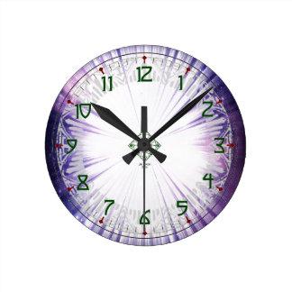 Galaxia púrpura reloj redondo mediano