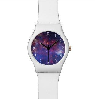 Galaxia que brilla intensamente brillante en relojes de mano