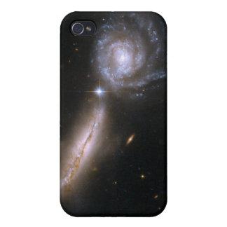 Galaxia que obra recíprocamente UGC 9618 de Hubble iPhone 4/4S Carcasa
