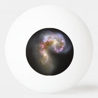 Galaxias de las antenas pelota de tenis de mesa