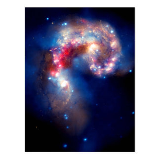 Galaxias de las antenas que chocan tarjeta postal