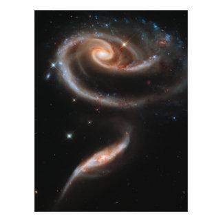 Galaxias espirales color de rosa postal