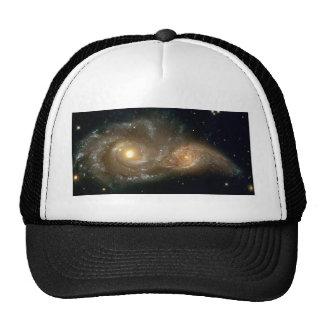 Galaxias espirales que chocan gorra