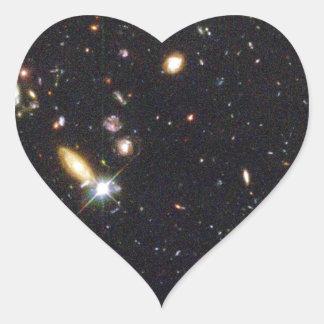Galaxias innumerables de nuevo al principio del pegatina en forma de corazón