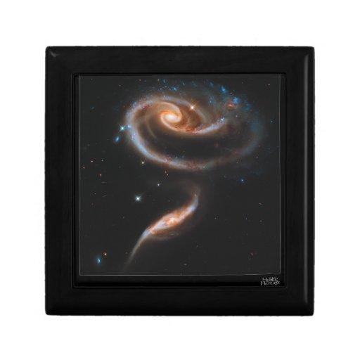 Galaxias que obran recíprocamente Arp 273 UGC 1810 Caja De Regalo