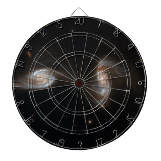 Galaxias que obran recíprocamente tablero dardos