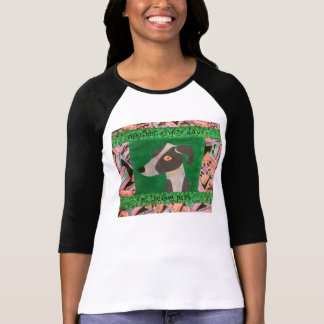 Galgo italiano en la camiseta del parque del perro