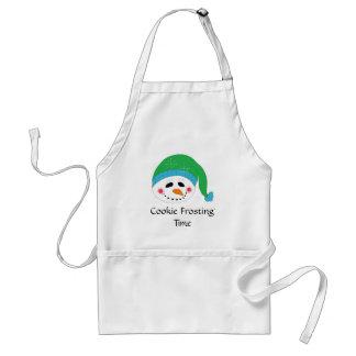 Galleta sonriente del muñeco de nieve que hiela delantal