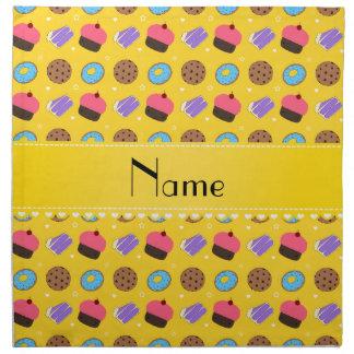 Galletas amarillas conocidas de la torta de los servilletas imprimidas