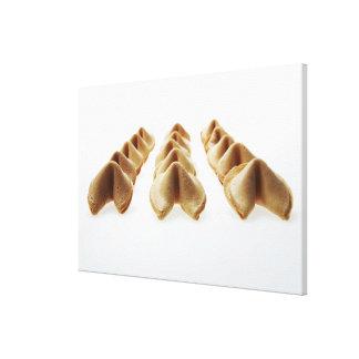 Galletas de la suerte en tres filas lienzo envuelto para galerías
