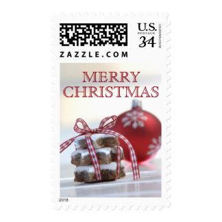 Galletas del canela con la decoración del navidad sellos
