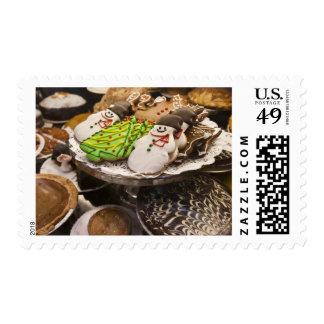 Galletas del navidad en la exhibición en un New Sello Postal